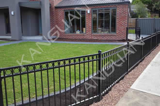 Steel fences are coated with black Kingdura PVC powder coating to enhance their weatherability.